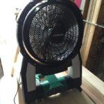 ガレージに扇風機